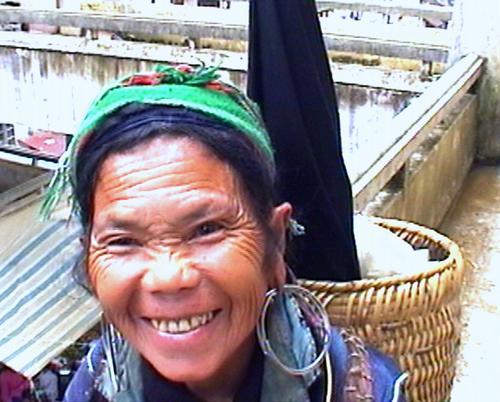 Happy_woman_Sappa_market